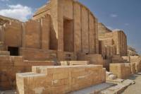 2-Day Private Guided Tour for Families around Saqqara, Dahshur, Giza, the Egyptian Museum and Old Cairo
