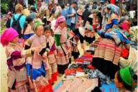 4-Night Rail and Trekking Tour of Sapa and Coc Ly Market from Hanoi