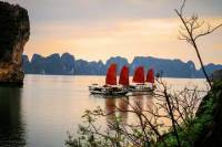 5-Day Northern Vietnam Tour from Hanoi Including Day Trip to Hoa Lu and Halong Bay Cruise