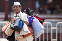 A Morning In The Life of Mumbai's Dabbawalas and Dhobis