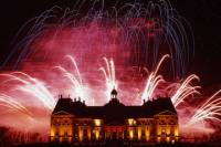 Chateau de Vaux-le-Vicomte Evening Tour, Candlelit Dinner and Fireworks with Luxury Car Transport