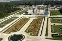 Chateaux de Fontainebleau and Vaux le Vicomte Day Trip from Paris