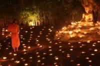 Chiang Mai by Night: Private Tour with Candlelit Buddhist Chant, Thai Dinner and Night Market