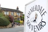 Emmerdale Classic Locations Bus Tour from Leeds