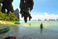 Hong Island Tour by Speed Boat from Krabi with Sightseeing and Kayaking