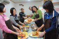 Korean Tea Ceremony and Kimchi Making Cultural Experience in Seoul