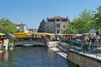 L'Isle sur la Sorgue and Luberon Villages Day Tour from Avignon