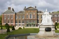 London City Tour by Vintage Bus Including The View from The Shard and Afternoon Tea at Kensington Palace