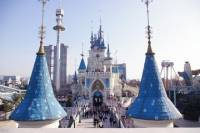 Lotte World Theme Park Admission with Guide