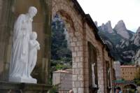 Montserrat Day Trip from Barcelona Including Lunch and Wine Tasting