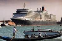 Private Arrival Transfer: Water Taxi Transfer from Venice Cruise Terminal to City Hotels