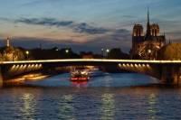 Private Tour: Romantic Seine River Cruise, Dinner and Illuminations Tour