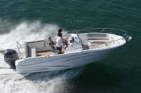 Rent a open-hull boat for up to 8 people in La Rochelle - License required