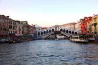 Rialto Market and San Polo Walking Tour of Venice with Wine and Cicchetto