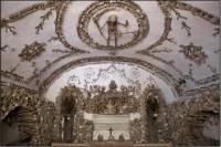 Skip the Line: Crypts and Roman Catacombs Small Group Walking Tour