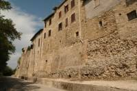 Small-Group Bevagna Walking Tour and Wine Tasting from Perugia