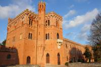 Small-Group Chianti Wine-Tasting and Castles Trip from Siena