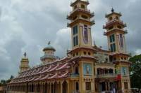 Small-Group Day Trip to Cao Dai Temple and Cu Chi Tunnels from Ho Chi Minh City