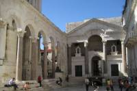 Split Walking Tour Including Diocletian's Palace and Traditional Lunch