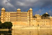 Udaipur Guided City Day Tour: City Palace, Jagdish Temple, and Lake Pichola