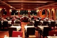 Valentine's Day Seine River Cruise with 3-Course Dinner and Live Music