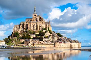 2-Day Mont St-Michel and Loire Valley Castles Tour from Paris
