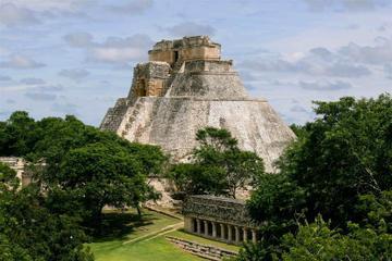 3-Day Yucatan Peninsula Highlights Tour: Chichen Itza, Ik-kil, Merida and Uxmal