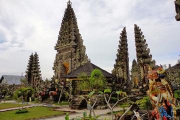 4-Day Bali Adventure: Ayung River Rafting, Mt Batur Biking and Jungle Trekking