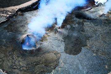 45-Minute Open-Door Volcanoes Helicopter Flight