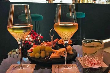 Unique Italian Aperitif Experience in an Art Gallery in Rome