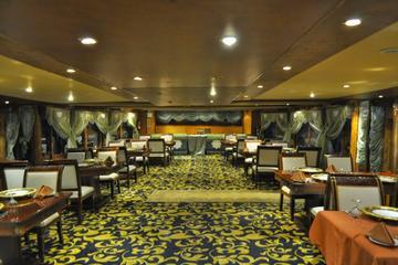 Abu Dhabi Dhow Cruise Including Dinner from Abu Dhabi