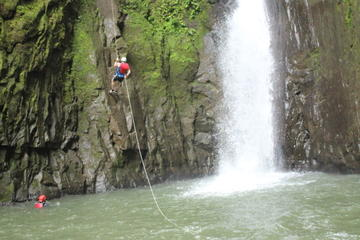 Adventure Rappel Tour and Transfer to Arenal from San Jose
