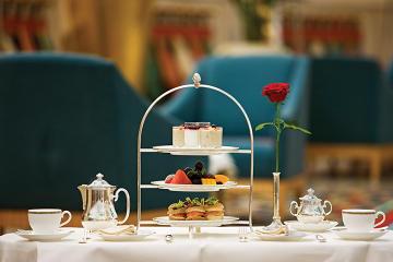 Afternoon Tea at Sahn Eddar Restaurant in Burj al Arab with private Transfers