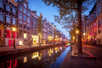 Amsterdam Old Town and Red Light District Walking Tour with Optional Dutch Dinner