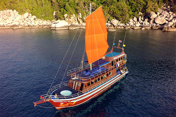 Ang Thong Park Yacht Cruise and Snorkeling