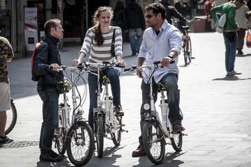 Barcelona 5 Neighborhoods Highlights: E-Bike Guided Tour