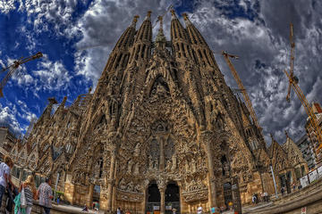 Barcelona Comprehensive Day Tour with Skip-the-line Access to Sagrada Familia