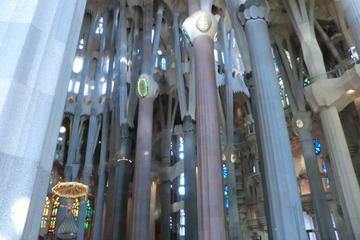 Barcelona Private 4-Hour E-Bike Tour with Skip-the-Line Access to Sagrada Familia
