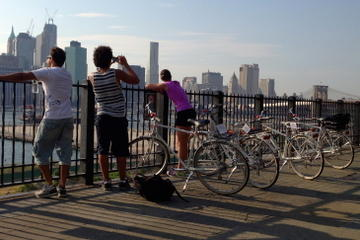 Brooklyn Highlights Bike Tour with East River Ferry Ride