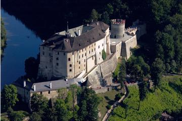 Ceský Sternberk Castle, Chateau Zleby, Kacina and Sedlec Ossuary with Lunch: Private Guided Day Tour from Prague