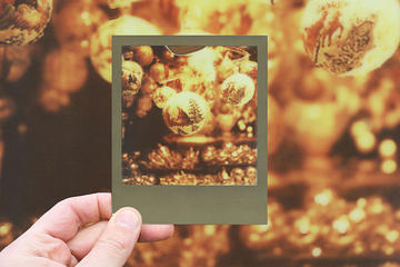 Christmas Vintage Winter Photo Tour With a Polaroid Camera in Vienna