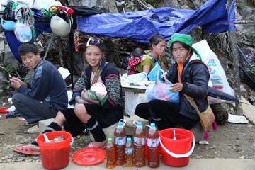 Coc Ly Market Guided Day Trip from Sapa