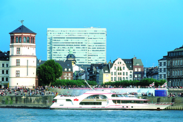 d sseldorf hop on hop off bus tour and rhine river sightseeing cruise. Black Bedroom Furniture Sets. Home Design Ideas