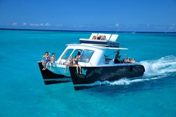 Day Cruise from Providenciales Including Snorkeling, Tubing and BBQ Lunch