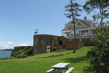 Day Trip to Eagle Island from New Hampshire with Lobster Lunch