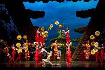 Entertainment in Shanghai: Chinese Acrobats Show