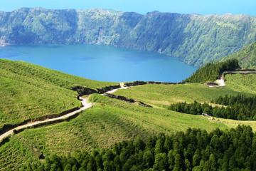 Full-Day Sete Cidades 4x4 Tour Including Lunch