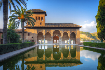 Granada Combo: Alhambra Walking Tour and Hop-On Hop-Off Train
