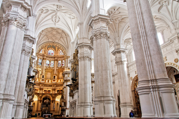 Granada Combo: Granada Walking Tour Including Cathedral, Royal Chapel and Hop-On Hop-Off Train
