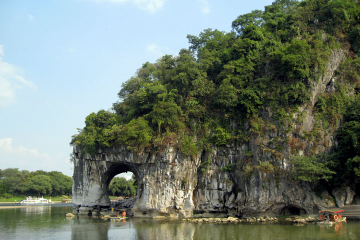 Guilin Private Day Tour: Reed Flute Cave, Seven Star Park, Fubo Hill and Elephant Trunk Hill